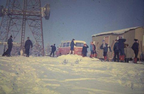 Bildet er tatt i 1967 utenfor Røde Kors - brakka. Kun tre år før hytta kom.