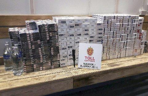 BESLAG: Et beslag av 44.960 sigaretter gjort på Bjørnfjell i fjor.Foto: Narvik/Bjørnfjell tollsted