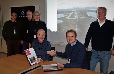 Svein Olav Vollan, (fra venstre) Rolf Inge Jensen, Ann-Kristin Føre, Bjørnar Bendiksen i Forsvarsbygg og Espen Henningsen og Espen Kristiansen i Coromatic Norge.