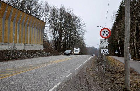 70 IGJEN: Nå som støyskjermen er ferdig, er det ikke lenger noen grunn til å senke farten i Gunnerødbrekka.