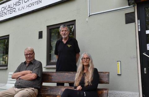 STENGT: Til tross for gradvis åpning av samfunnet velger denne gjengen å være forsiktige. Bjørn Gjerpe, Børre Hegrum og Wenche Langhaug planlegger senteråpning i august.