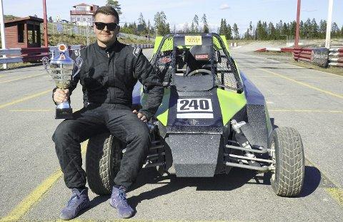 Til topps igjen: Mats Brustad har hatt en strålende sesongen med crosscart-bilen, og i helga vant han sin andre NM-runde for sesongen i Telemark. FOTO: PRIVAT