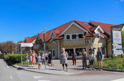 Disse hadde stått på Gressvik Torg i nesten to timer, da de fikk beskjed om at Sommerbilen ikke kom forbi i det hele tatt.