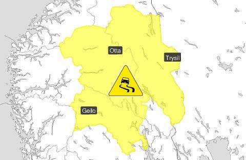 Nedbøren over Innlandet kan komme i form av regn som blir til underkjølt regn, og skummelt glatte veger. - Sko deg riktig, advarer Meteorologisk institutt.