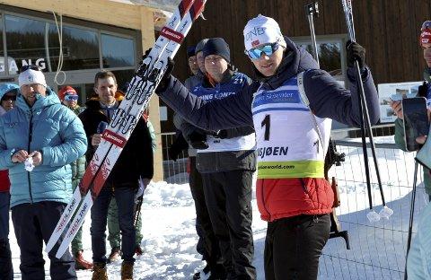 JUBEL: Sivert Guttorm Bakken sikret EM-gull og to sølv under Em for junior på Natrustilen i helga. Han tok sin første internasjonale individuelle gullmedalje siden han vant OL-gull under Ungdoms-OL i 2016, gg det har vært en jubelsesong, og fortsatt gjenstår junior-NM og Senior-NM andre del med norgescupfinalen for junior.