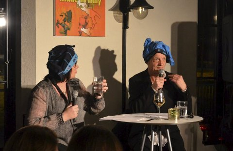 "UNDERBUKSEHUMOR: Kristin Myrås og Jørn Haakenstad var flere ganger nedenfor buksekanten med sine vitser. De bød også på morsomme dikt i ""Aune Sand-ånd"" og Alf Prøysens ""Ungkarssorg""."