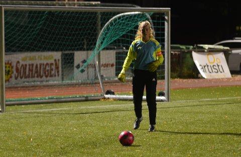 GOD MÅLVAKT: Thea Bjørnevåg trives som både keeper og kaptein for Harestua/Grua J13.
