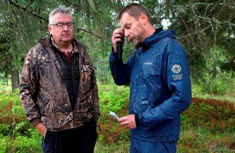 HUND: Fellingsleder Kjell Bakken (t.v.) og roviltkontakt i SNO, Jon Petter Bergsrud, vil sette inn hund i ulvejakta hvis de får ferske spor å gå etter. Arkivfoto: Brynjar Eindstuen, OA.