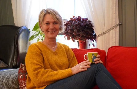 HUSEIER: 1. desember 2019 kjøpte Camilla Langbo (55) huset som blir kalt Alfenga i Gran. Her stortrives hun.