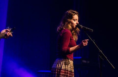 BEGGE: Monne Stang Møller synger både i teateret og i Brygga kultursal.