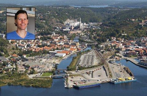 OPPOVER: Bengt Kristiansen hos Eiendomsmegler 1 og resten av meglerkontorene i Halden merker at boligprisveksten har vært og er fortsatt stor.