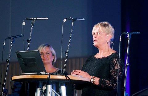Karmøy 200815 Offisiell åpning av Torvastad arena Kulturminister Thorhild Widvey åpner bak:  Ordfører Aase Simonsen Foto: Harald Nordbakken