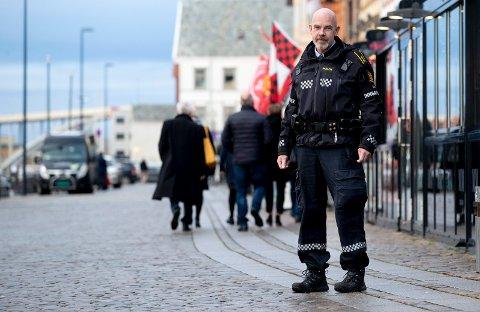 ØKT AKTIVITET: Innsatsleder Terje Heldal ved Haugesund politistasjon opplever økt aktivitet som følge av stort alkoholforbruk blant julebordsgjester. Nå ønsker han å gi noen gode råd.