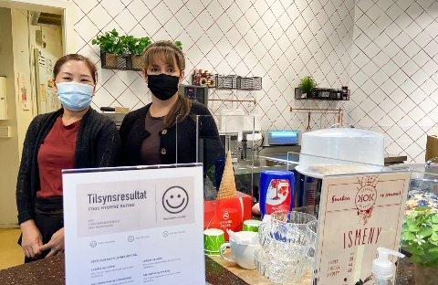 SMIL: Hos Julie Lucero og Hang Le på Kjøkken og Kaffe har de fått smilefjes på alle sine tilsyn de siste årene.