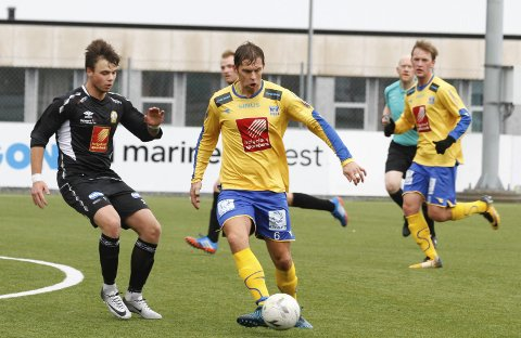 UAVGJORT:  Stian Theting headet SIL i ledelsen i andre omgang mot Brønnøysund, men hjemmelaget utliknet og kampen endte 2-2.