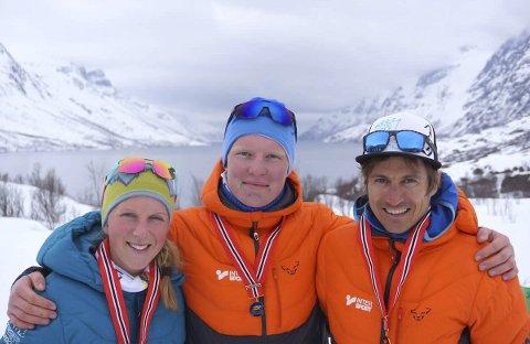 NORGESMESTER: Tre norgesmestre i fjorårets NM i Tromsø i Skittentind. Stine Haustreis sammen med Sondre Svensli (junior) og Lars Erik Skjervheim (t.h.). Foto: Arrangøren