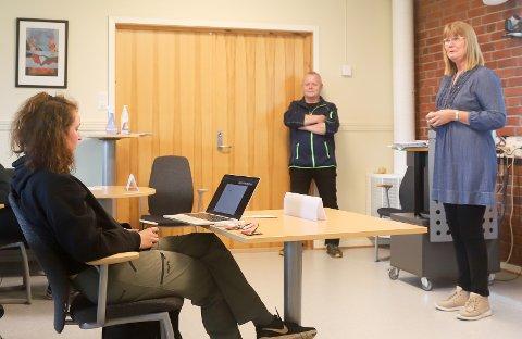 NYTT STUDIE: Eva Narten Høberg (t.h) er faglærer og fagansvarlig for det nye studiet. Studentene kom fra hele landet og har ulik erfaring om matkultur.