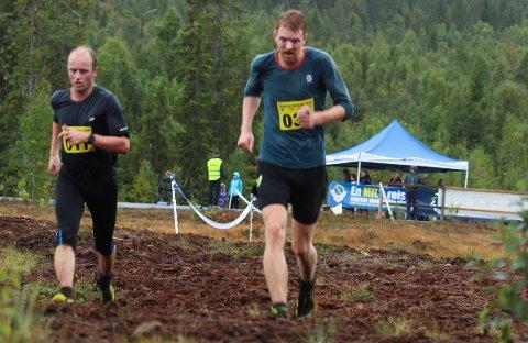 REINFJELLMARSJEN: Kjell Nystuen og Kristoffer Rundhaug løp i klassen M21-50.