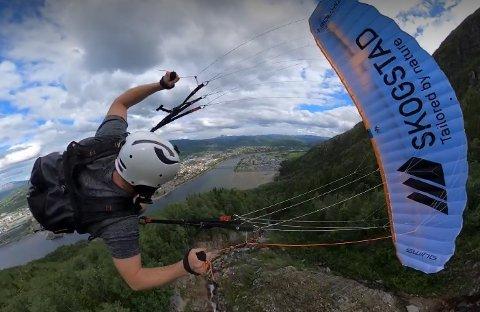 NY RUTE: Lehart Eriksen har flydd ned Øyfjellet flere ganger, men denne gangen prøvde han en ny rute.  – Da jeg satt på fest i hotellhagen så jeg på fjellet etter hvilken rute jeg skulle fly dagen etter, sier han.