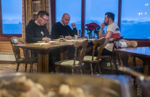 Juleølsmaking Turistua 2016 Lars Aude Arnesen, Stian Eliassen, Ørjan Pedersen