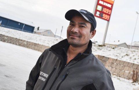 FYLTE FLERE GANGER: Tek Karki fylte sin egen bil og firmabilene til Pleyms for å utnytte den sjeldne prisen til det fulle.