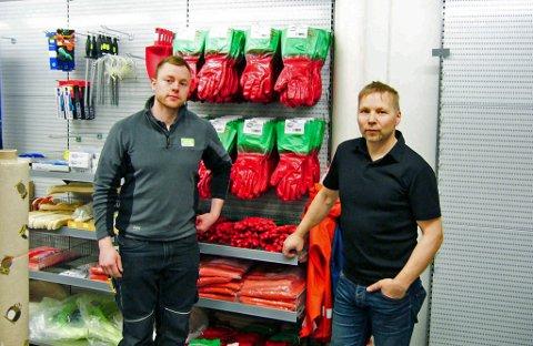 SNUDDE OM: Coop Havøysund snudde helt om på driftsresultatet. Her ser du Thomas Mikkelsen og daglig leder Robert André Larsen (t.h).