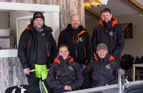 UTVIDER: Denne gjengen utvider til helårsdrift i Varanger Safari. Fra venstre bak: Rolf Sigmund Pleym, Morten Strømsør og Stein Mathisen. Foran sitter Christel Singelstad og Tom-Erik Amundsen.