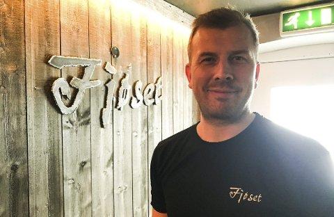 OPTIMIST: Innehaver Christian Holth i Fjøset restaurant håper å åpne igjen i mai.