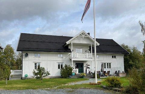 TIDENES DYRESTE: Dette huset er Aurskog-Hølands dyreste gjennom tidene. Huset ligger i Langbråtaveien på Finstadbru. Prislapp: 10 millioner kroner.