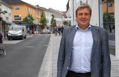 Det er en kamp om kundene på Bryne. I juli låser tre nye butikker dørene for godt i Storgata. Ordfører Reinert Kverneland mener Storgata må bli bedre til å lokke folk.