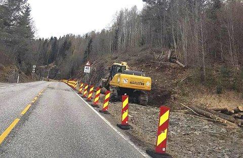 I gang: Etter en meget lang ventetid på ti år er arbeidet med gang- og sykkelveien på Eidsfoss i full gang.Arkivfoto