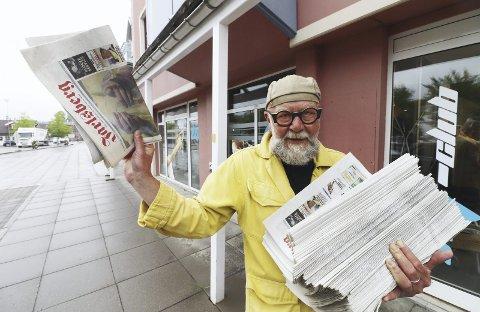 Bunkevis: – Det var bunkevis med aviser som skulle ut tidlig om morran. Jeg gikk med Tønsbergs Blad i Holmestrand sentrum fra jeg var 14-15 år, sier Olaf Brastad. Foto: Pål Nordby