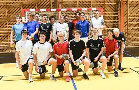 Blanding: Kragerøs herrelag er en blanding av veteraner og unge spillere.