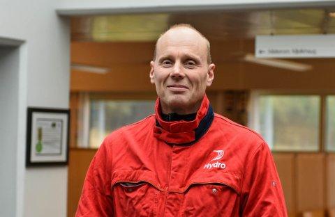 NØGD: Jon Ola Ystgaard, fabrikksjef Hydro Husnes, gler seg over godt resultat i tredje kvartal.