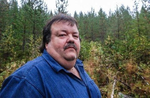 ULV? Tom Ivar Stepien er rovviltkontakt i Flesberg. Han sier at de ikke kan dokumentere at det er ulv i Flesberg nå.