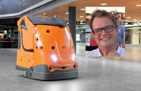 NY «ANSATT»: Virksomhetsleder for eiendom i Nore og Uvdal kommune, Kristoffer Grette, er glad for at de nå har fått en egen robotvasker til Numedalshallen.