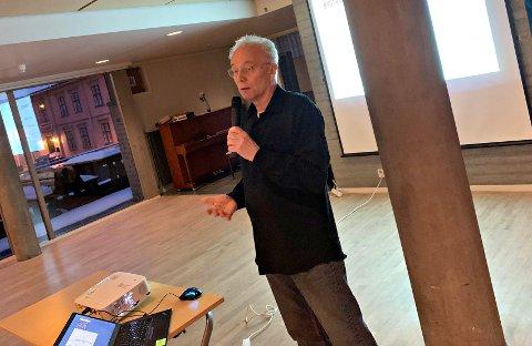 HISTORISK MULIGHET: Prosjektleder for byutviklingsprosjektet, Alv Skogstad Aamo, orienterte politikere og andre interesserte på rådhuset onsdag kveld.