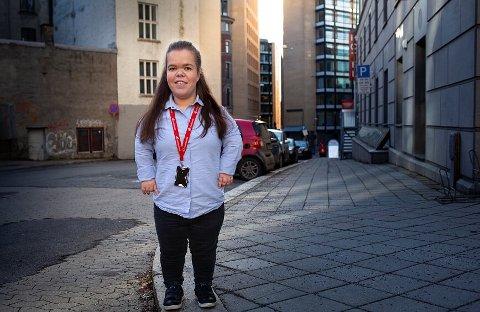 LIVET UNDER 1.30: Som leder i Norsk Interesseforening for Kortvokste, er Åsne Hanto (26) fra Tranby opptatt av muligheter, ikke begrensninger.
