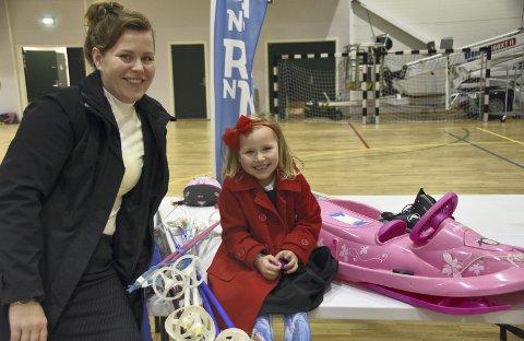FORNØYDE: Maria Tetlie og Vilje Mari Tetlie Nilsen var fornøyde med fangsten. Alle foto: Eirik Eidissen