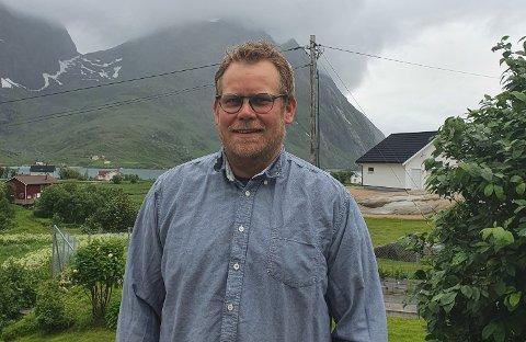 Frank Ulriksen har samlet inn penger til hjertestarter.