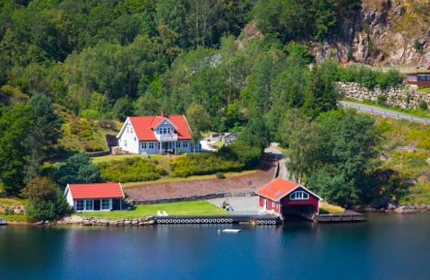 JÅSUND: Denne eiendommen ved Jåsund er til salgs for 12 millioner.