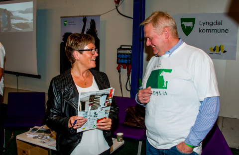 KOMMUNEKAMERATER: Audnedalordfører Reidun Bakken (KrF) og lyngdalordfører Jan Kristensen kan konstatere at lokalpolitikerne i Audnedal står på sitt ja til Lyngdal 2.