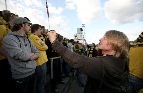 SVAR NUMMER 6: Lasse Dahl har stått på tribunene og barrikadene for MFK i mange tiår.