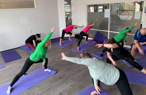 I FJOR: Mona H. Andresen (i grønt) under en treningtime i sal i forbindelse med Kondishusets 5-årsjubileum i 2019.  Nå trener grupper på maksimalt fire deltakere utendørs, i påvente av nye beskjeder fra myndighetene.