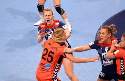 ENGASJERT: Vilde Ingstad og resten av håndballjentene var heltent mot Nederland.