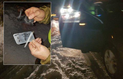 FORTVILER: Reineier Lars Ante Oskal mistet en rein i en kollisjon på E6 i Bardu torsdag kveld. En trailer, som ifølge Oskal trolig kjørte på reinen, stoppet ikke opp etter hendelsen. På bildet viser Oskal fram deler av en lykt funnet på stedet.