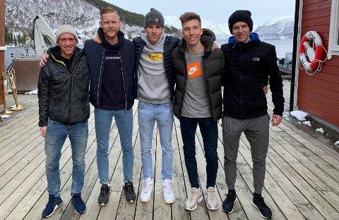 HOPPSTJERNER PÅ TUR: Skihopperne Anders Fannemel, Robert Johansson, Matias Braathen, Johann Forfang og Halvor Granerud er på tur nordover etter verdenscupsesongen. For Forfang blir lørdagens showkonkurranse i Tromsø den første byens olympiske mester har gjort i hjembyen som seniorhopper.