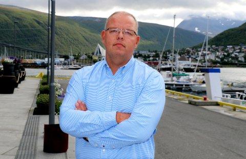 IRRITERT: Eirik Vaaja, leder i Tromsø Håndballklubb, liker dårlig nyheten om at også parkeringsplassene ved Tromsøhallen og Fløyahallen skal få avgifter med samme timesatser som ved Tromsøbadet.