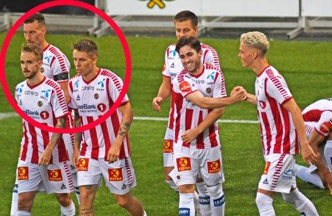 MISTET NÆRT FAMILIEMEDLEM: TIL-spillerne jubler her for Aidan Barlows 2-0-scoring i 2-2-kampen mot Haugesund. Til venstre i bildet ser man Juha Pirinen, som eneste TIL-spiller med svart bind rundt armen.
