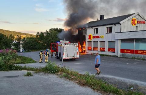 BRANN: Ilden spredte seg videre til Coop Extra-butikken.